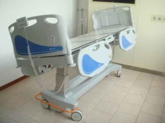 Многофункциональная медицинская кровать с электроприводом для палаты интенсивной терапии 11-CP216 Вариант 2