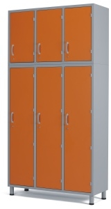 Медицинский шкаф-антресоль с тремя отделениями и дверцами из многослойного пластикового ламината 13-СР206