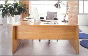 Письменный стол для врача на деревянных опорах N07-ES31206