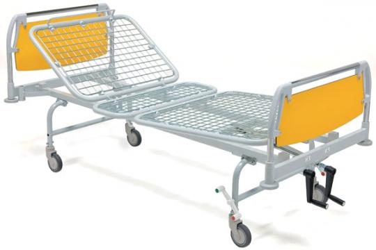 Медицинская трехсекционная кровать на ножках 11-CP105